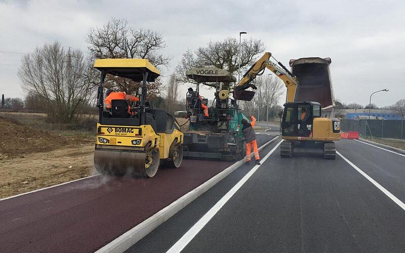 Lavori stradali-Pista ciclopedonale in asfalto colorato s andrea delle fratte-full