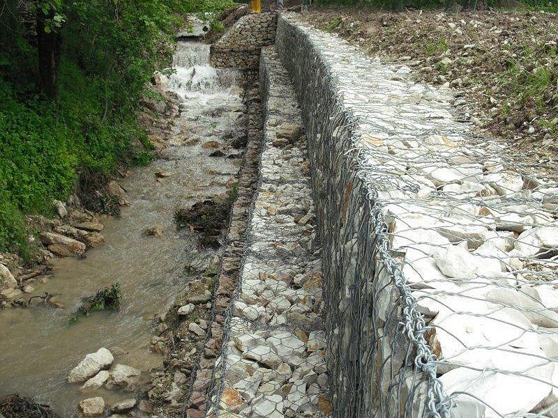 Opere di difesa idraulica e geologica-Ripristino argine di un torrente con gabbionate-full 1