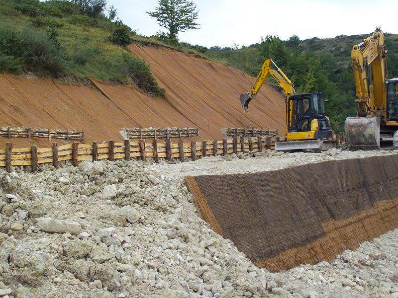 Opere di difesa idraulica e geologica-Stabilizzazione di versante con terre armate e palizzate-full