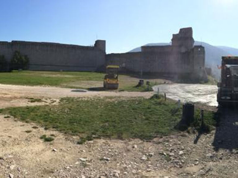 Pavimentazione-con-finitura-ecologica,-piazzale-antistante-Rocca-di-Assisi